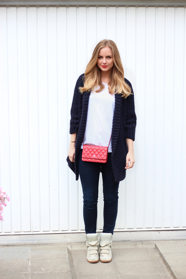 red lips casual /// Axelle Blanpain /// style playground