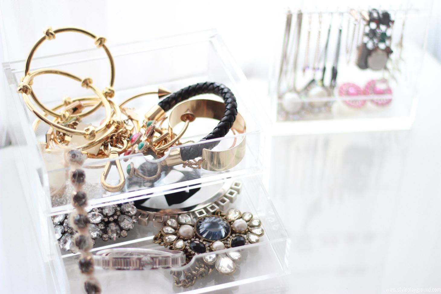 Jewelry storage ideas /// www.styleplayground.com