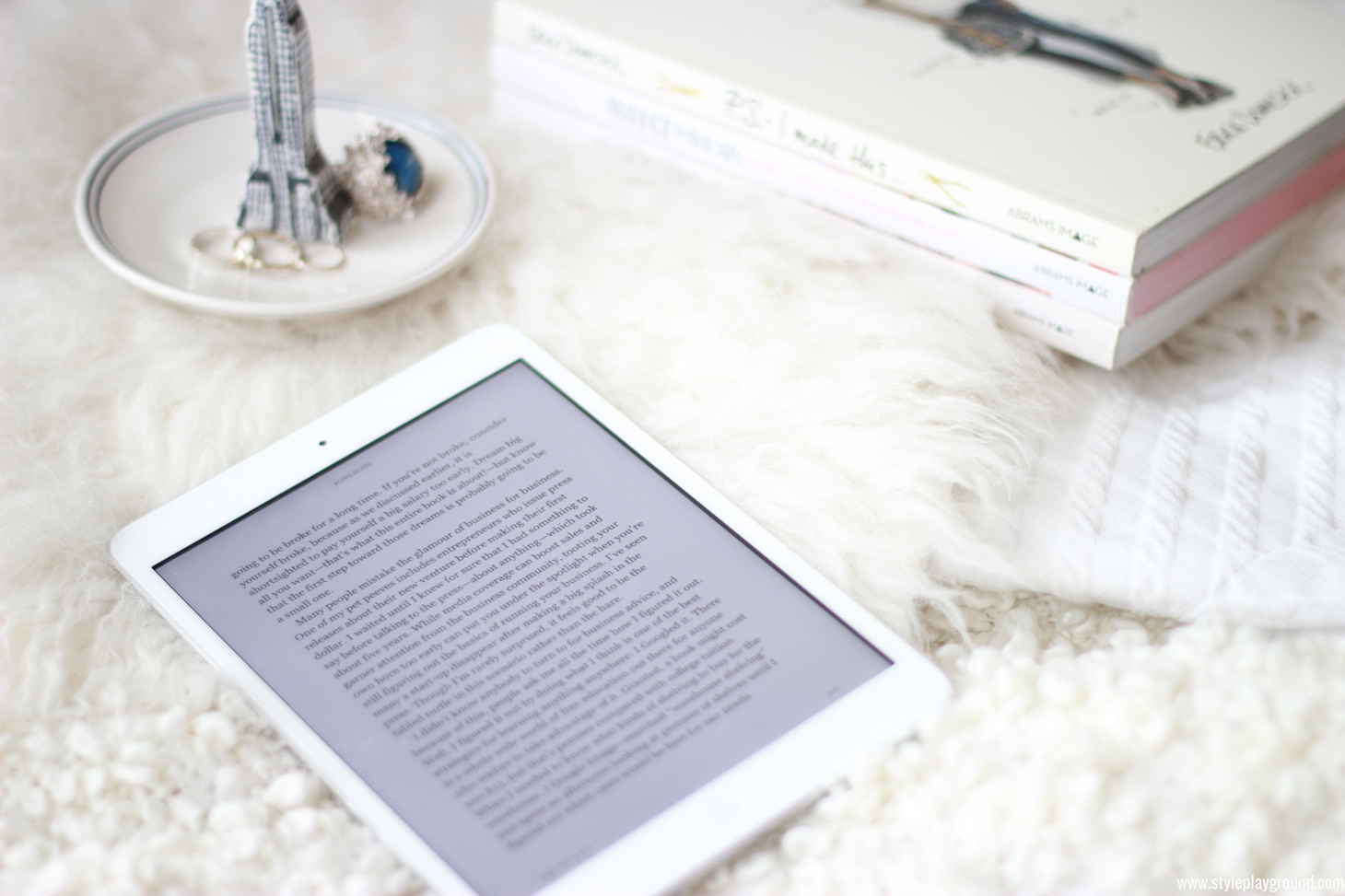 switching to an e-reader /// www.styleplayground.com ///