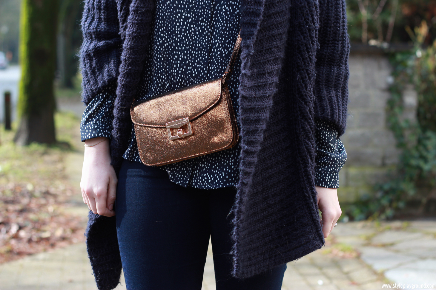 Axelle Blanpain of Style playground is wearing a Mango top, Zara knit, American Eagle jeggings, Acne boots & Marc by Marc Jacobs bag