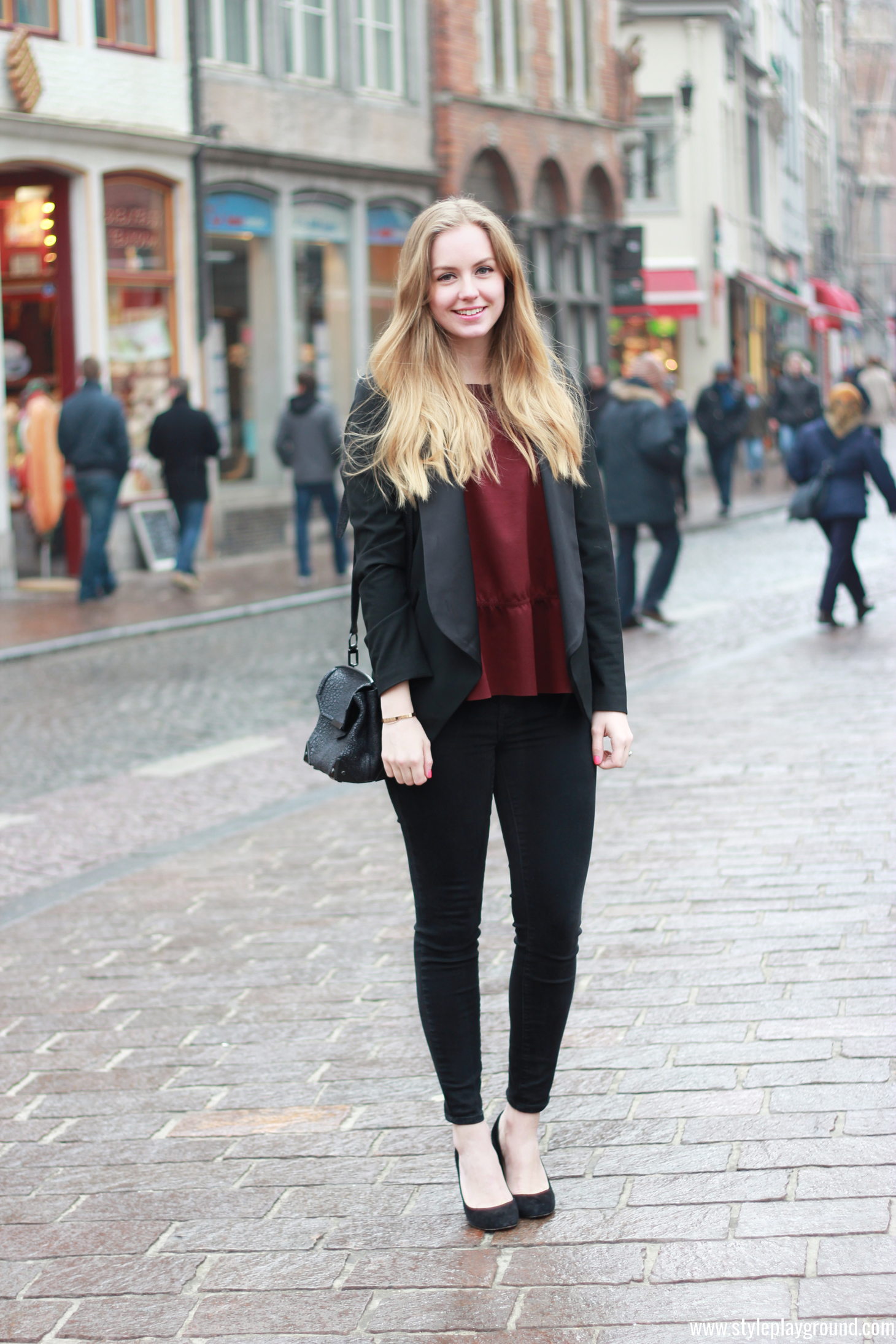 Axelle Blanpain from Style playground is wearing an H&M top, Michael Kors blazer, J Brand skinny jeans, J crew pumps & Alexander Wang bag