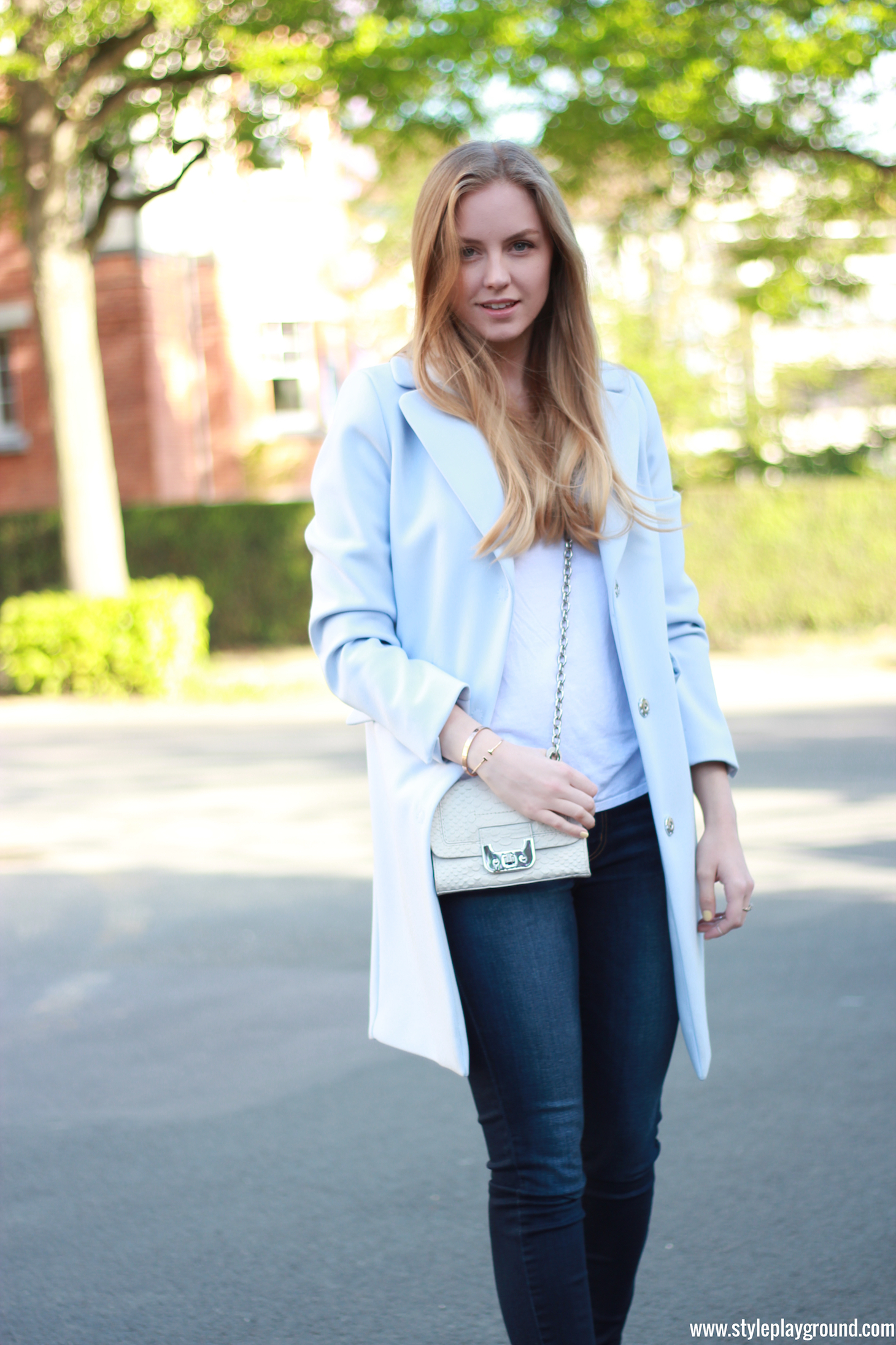 Axelle Blanpain of Style playground is wearing an H&M coat, Asos t-shirt, American Eagle jeggings, Converse sneakers, DVF mini Harper bag, Cartier Love bracelet & Tiffany T bracelet