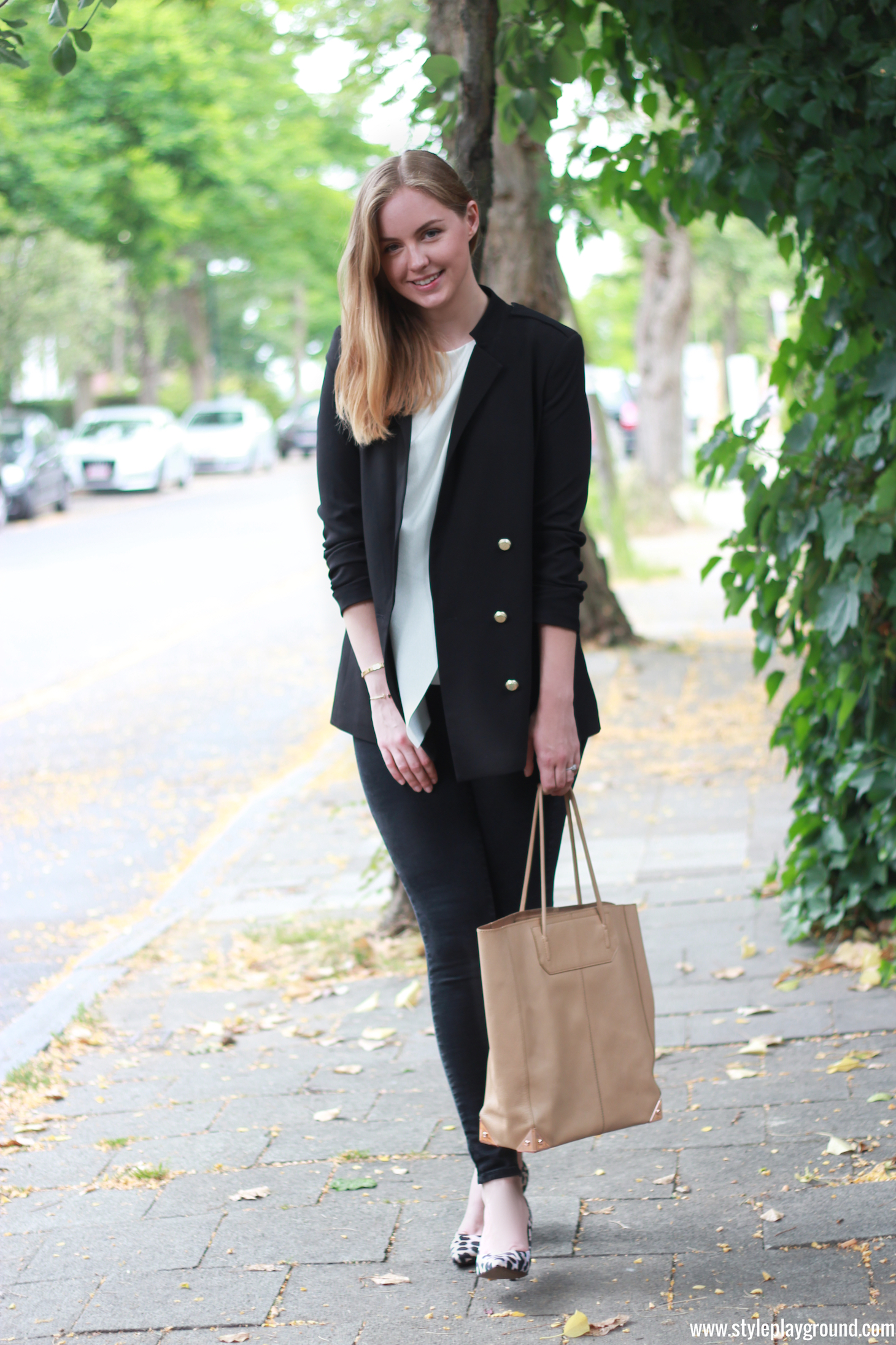 Axelle Blanpain from Style playground is wearing a H&M blazer, & other stories top, J Brand skinny jeans, Whistles pumps & Alexander Wang Prisma bag.