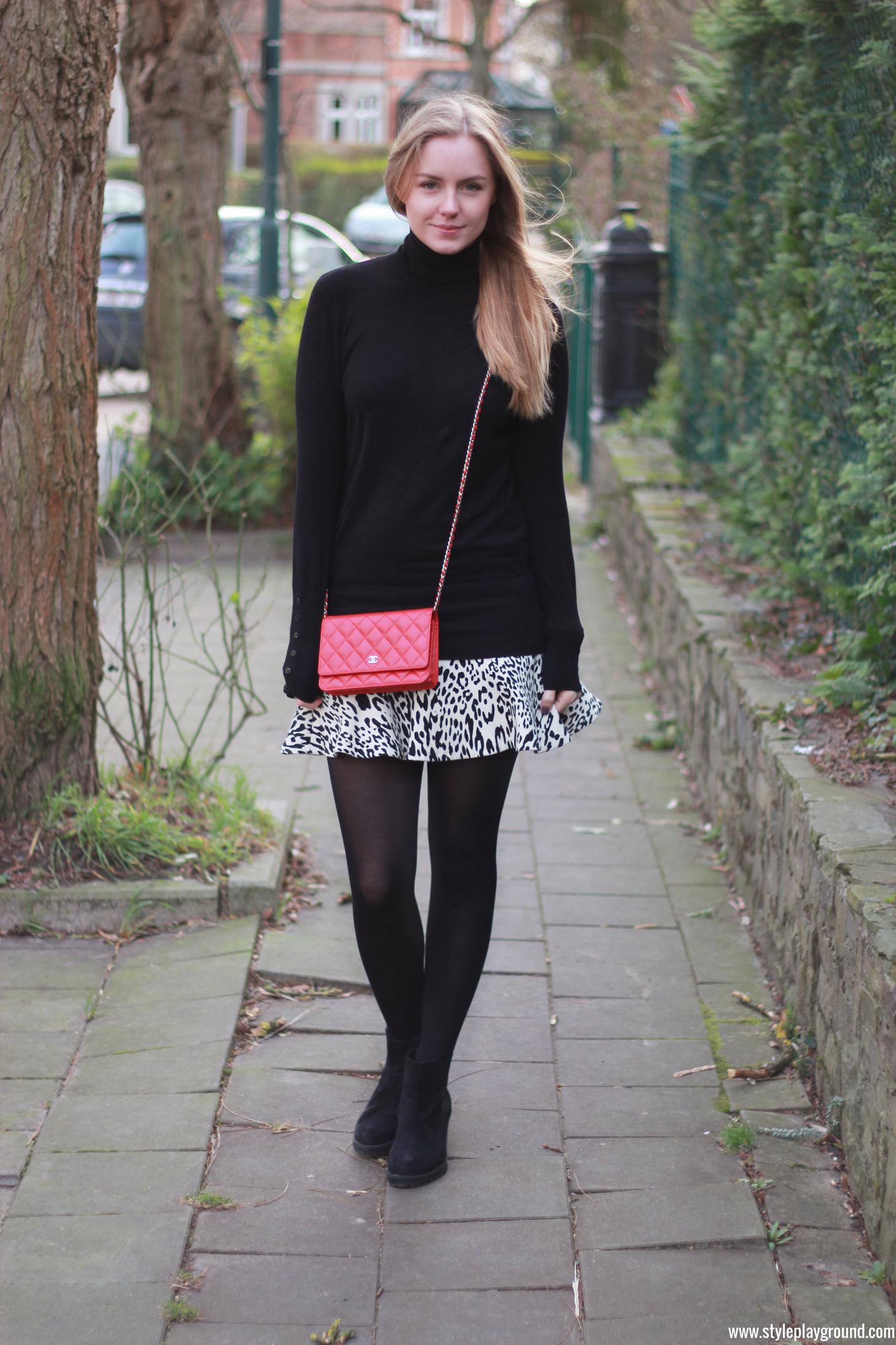 Caught in the wind /// www.styleplayground.com /// Zara jumper & skirt, Chanel wallet on chain & Primark booties