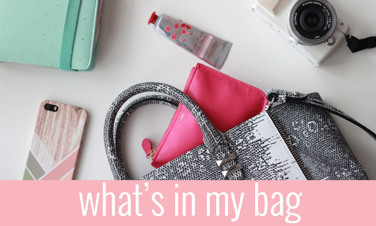 Axelle Blanpain from Style playgrounds shares what she keeps in her bag at all times!