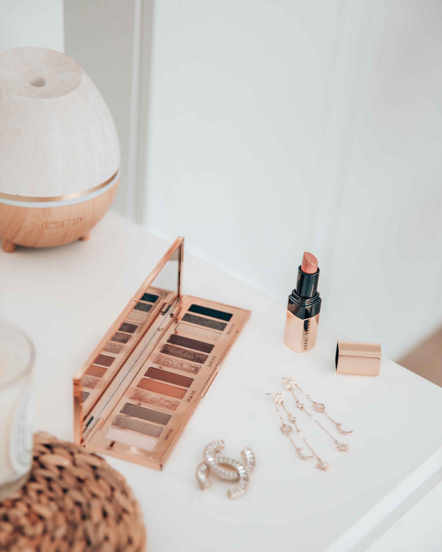 axelle-blanpain-charlotte-tilbury-palette-bobbi-brown-lipstick-chanel-brooch